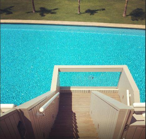 deluxe oda havuz erişimi